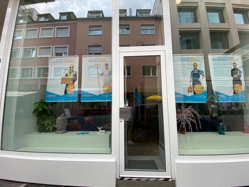 Attraktives Ladengeschäft mit Laufkundschaft, 76133 Karlsruhe, Ausstellungsfläche zur Miete